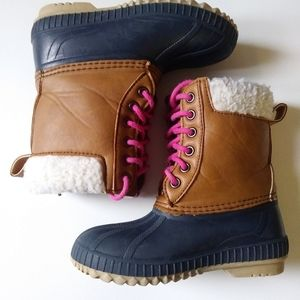 GAP duck boots size 10/11US
